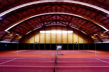 Projekt obloukové tenisové haly navrhla firma Centroprojekt ze Zlína