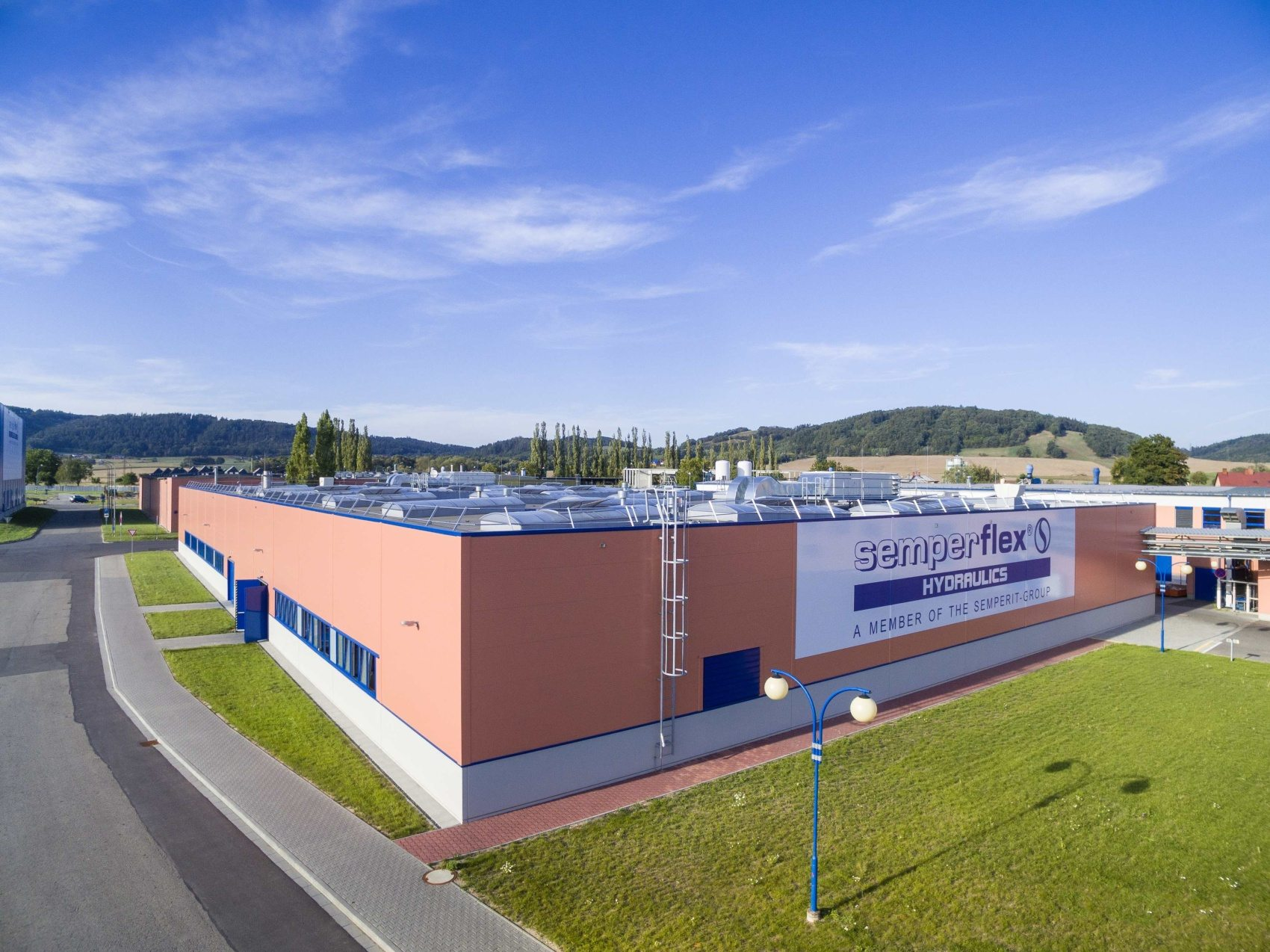 Industrial Building for the Production of Hydraulic Hoses SFO