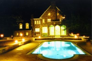 CENTROPROJEKT byl dodavatelem bazénových technologií pro zahradní bazén velvyslanectví ČR v USA
