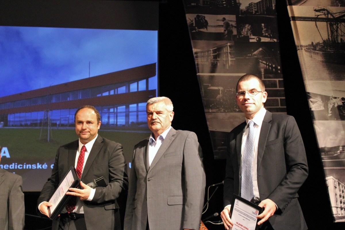 Martin Drotár (vpravo) s oceněním BIOCEVU