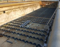 Právě probíhá instalace zařízení Invent na ČOV v Otrokovicích